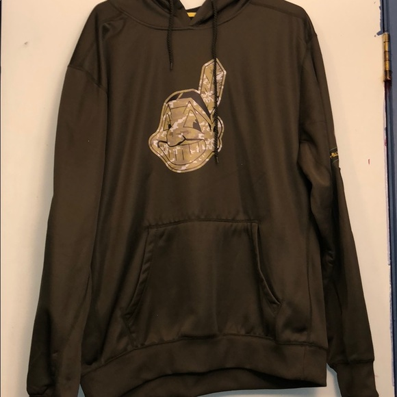 new products 34fca 7f652 Cleveland Indians Salute to service hoodie NWOT